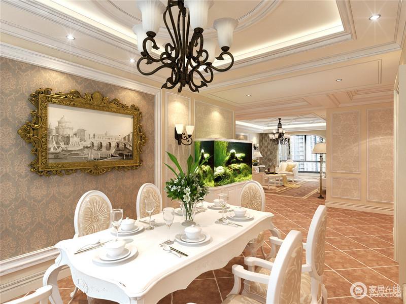 餐厅因为褐黄色的仿旧砖显得很厚重,砖色也起到了温暖空间的作用;规整的吊顶搭配铁艺欧式吊灯,上演黑白经典和复古,褐色复古壁纸上悬挂得建筑图,装饰出岁月的痕迹,与欧式餐桌餐椅组合,让生活多了些许小温情。