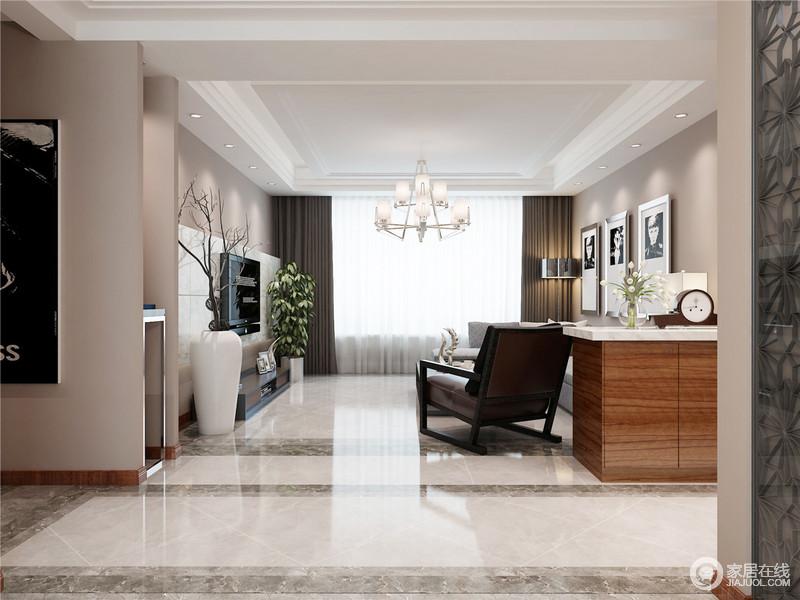 整个空间的结构十分简单,从白色吊顶到矩形砖线,几何的结构让空间规整利落,而驼色漆粉刷空间,带来几分清素和恬静。