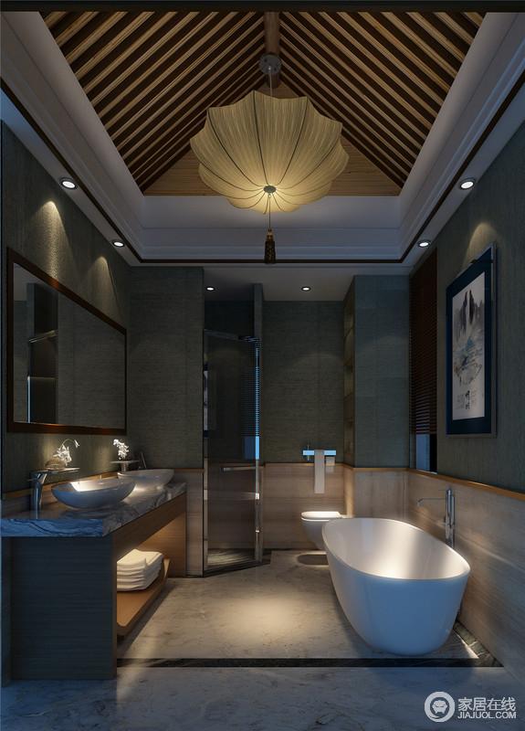 卫生间一把雨伞状的吊灯,古雅素朴,在斜梁木质顶上垂坠下来,散发出柔靡的光线。墨绿与米黄拼接出墙面颜色,营造出自然清雅的空间。洗漱台中空布置,收纳浴室小物。