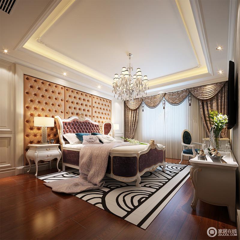 次卧整体色调非常的柔美轻快,浅灰色雅致安然的营造,配上素淡的藕粉色,白色墙板干净装饰,在均匀温和的光影铺射下,空间诠释着端庄丰华;地毯上花纹错综复杂,则为空间注入几分灵动活泼。