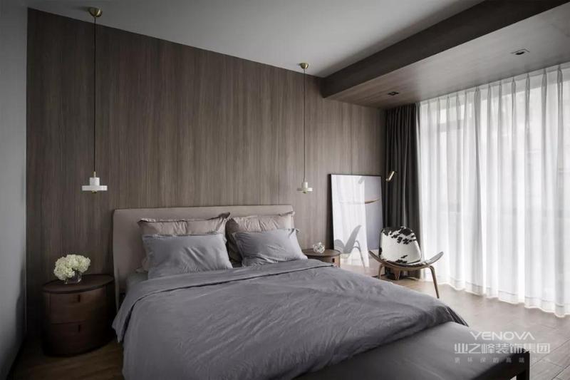 卧室,整体以灰色为主。