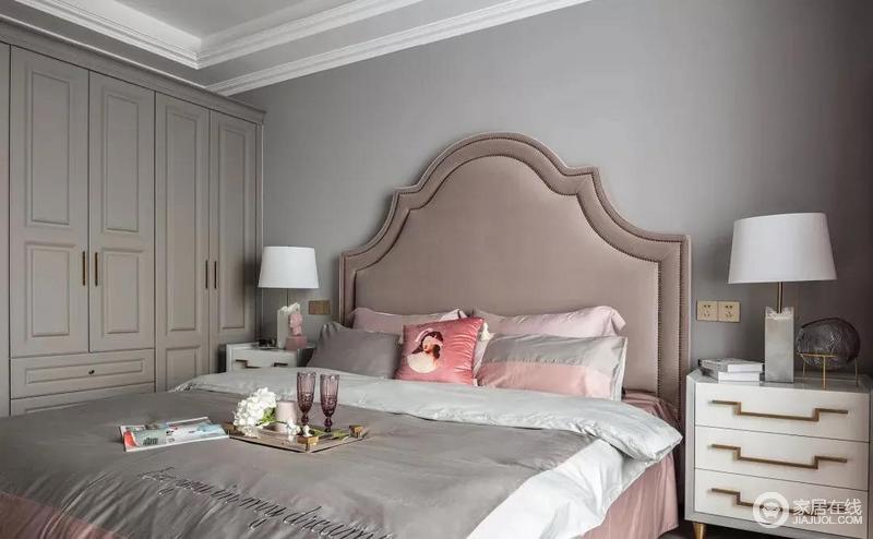 卧室在灰色的基础上,用中性色一体式衣柜满足空间收纳能力,并与整体空间色调和谐,让空间充满沉稳与舒适。