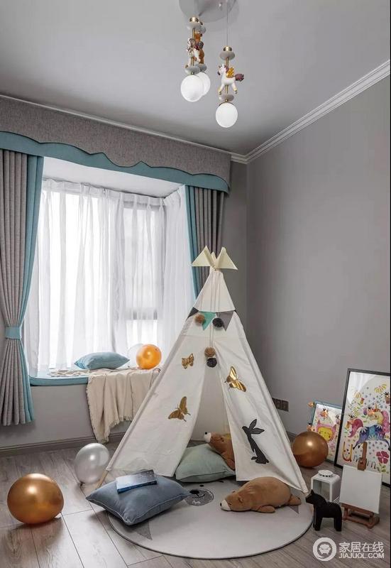 儿童房还没有放床,搭了一顶小帐篷,富有童趣,让儿童在自己的空间里自由活动。