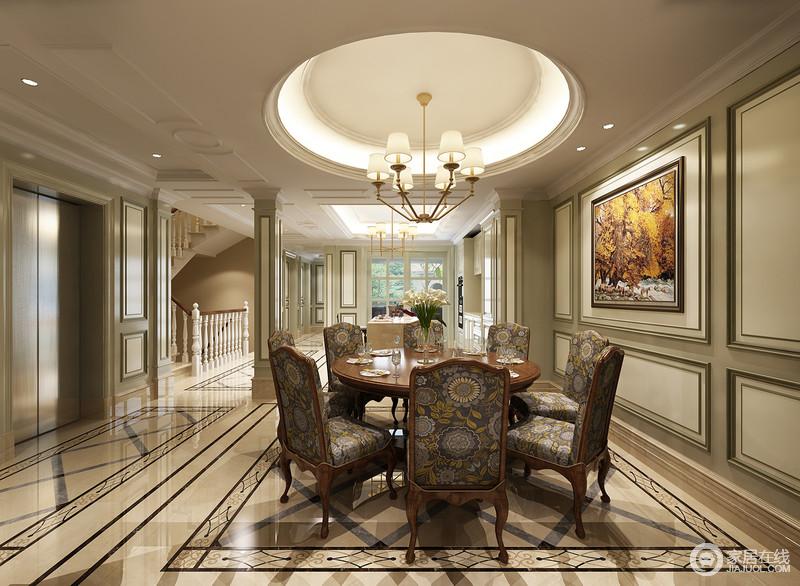 褐木圆桌在吊顶的照应下,让铜质吊灯都变得怀旧起来;椅背上惟妙惟肖的花纹,让整个餐厅不再沉闷,反而,多了些自然的阳光趣味。
