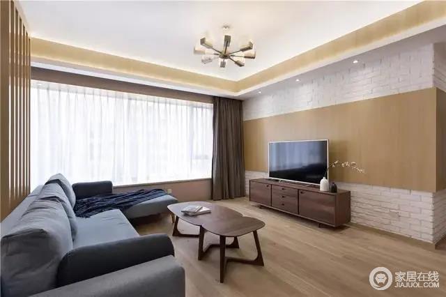 电视墙以白色文化砖的墙脚与顶部,中间加入木饰面的背景装饰,简单而不失温质;整体空间布置了胡桃木的电视柜与茶几,使得居家氛围十分舒适,朴质而大气。