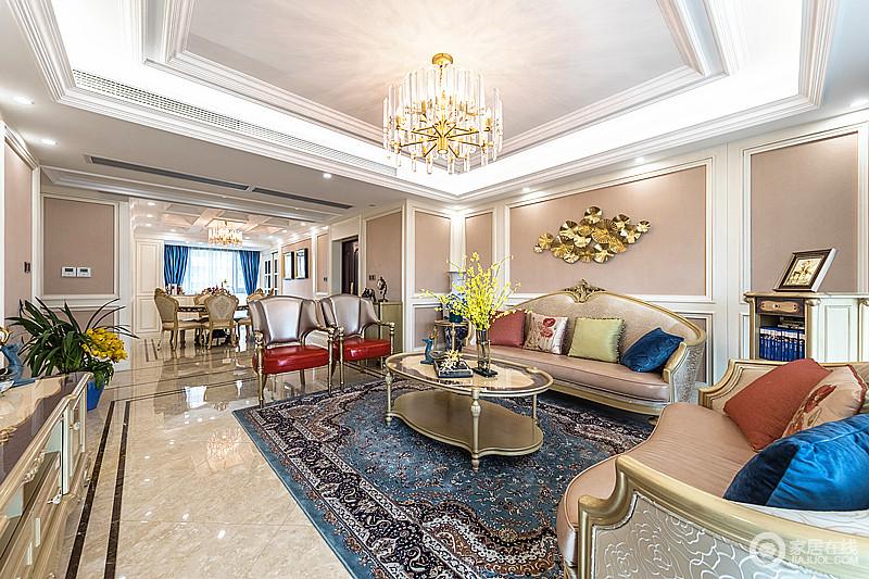 以金色空间为烘托,白色石膏线和枣红皮椅华贵突显,贵气流溢,映照在从简到繁的流畅线条中,水晶风搭配复古风的家具,颇显富丽堂皇。