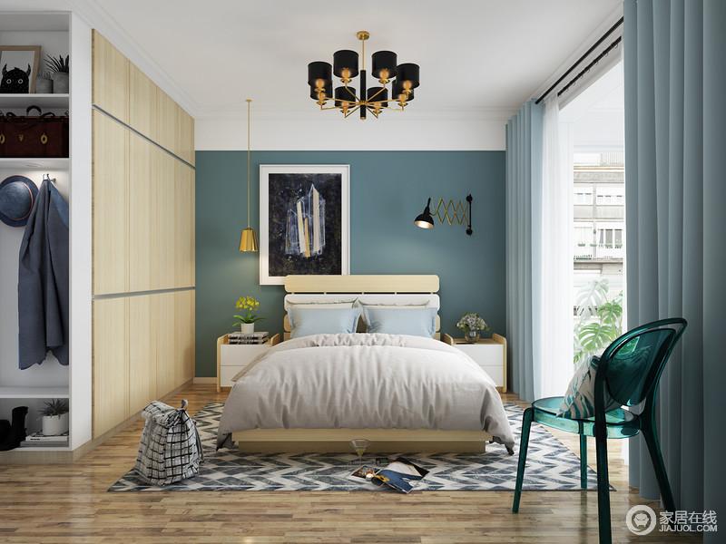 进入卧室温暖瞬间充满眼球,温馨的颜色搭配让忙碌一天的主人可以放松心情。饰品和书籍也可以放在床头柜里,常用的衣物可以房子随手可取的梯柜内增加了整个空间的收性。