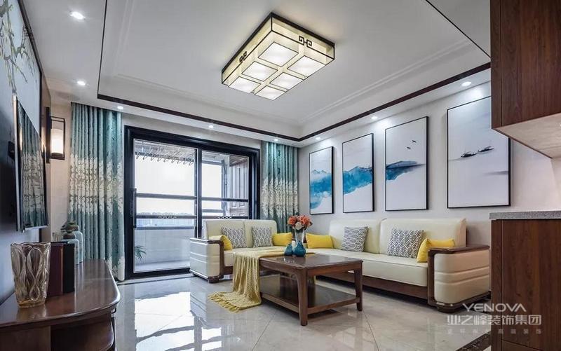 米白色的皮质沙发,搭配光滑的深木色框架,柔和而有质感的美。