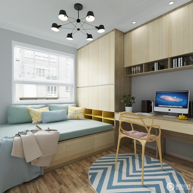 榻榻米+多功能组合书桌、衣柜凸显了储物收纳设计,让房间变得更整洁;书桌和书架的一体设计既能提供专属的学习工作区又能有效地节约空间,榻榻米的设计可以有效的节约空间又能提供临时休息的功能。