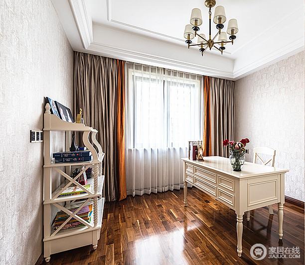 书房驼色的壁纸带着复古的设计与棕色窗帘、地板形成色彩上的反差,衬托着白古典实木家具的质地,奠定了稳重的气息,让学习也成为一种安适。