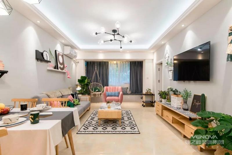 客厅整体配色采用原木+灰+绿,再采用粉色进行碰撞,作为客厅中的亮点所在。