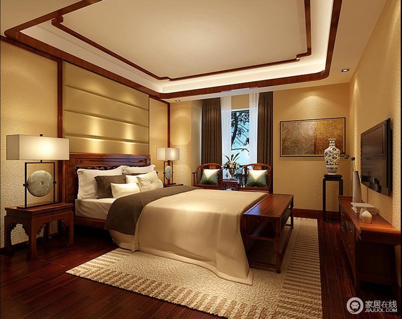 卧室延续了餐厅的暖黄色,以硅藻泥墙面凸显了肌理的质地,与地毯纹理相得益彰。搭配棕色的木色,深邃静雅的东方朴质融入其间,空间的氛围显得温和静谧。