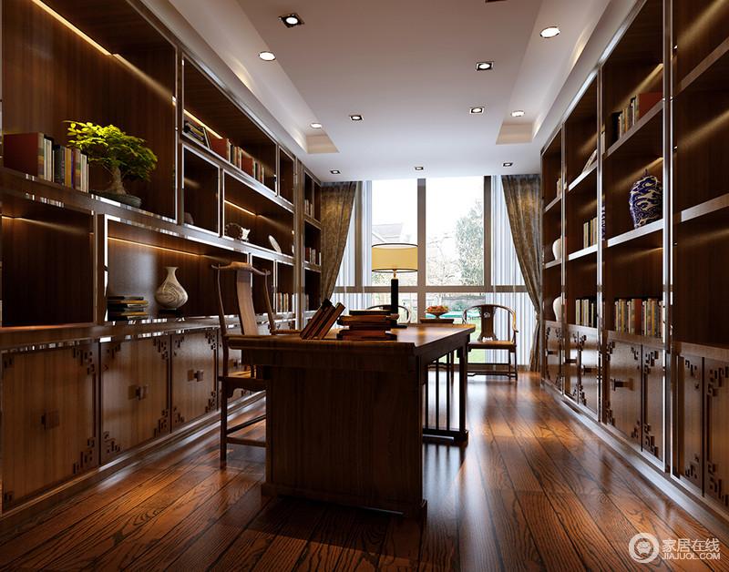 书房以棕黄木色为主,两侧墙面被内置拼接书架填满,架上书籍、古玩琳琅满目,灯带若隐若现间将古雅的韵味营造出来。同色系的书桌椅,则带着几分简约的清朗典雅。