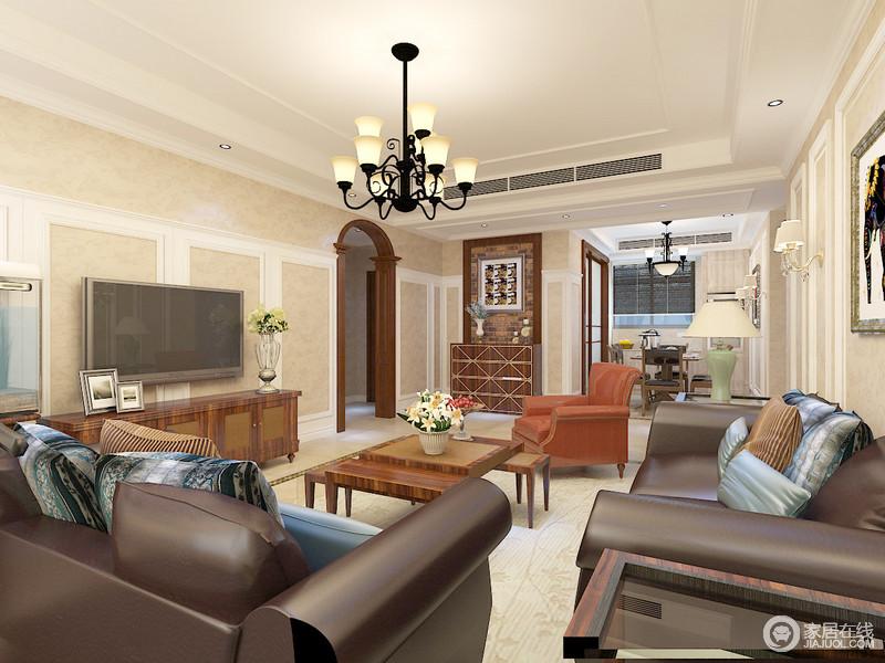 客厅虽然线条规整,但是拱形的门廊和砖红色的墙面赋予空间美式不羁,再加上胡桃色美式家具的点缀,更是张扬了美式别致,让主人在此享受一种自在。