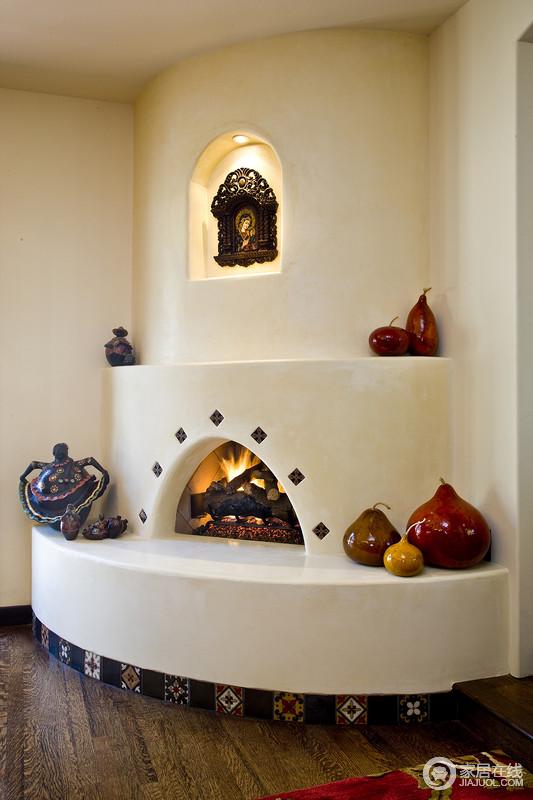 壁橱是地中海风格设计中典型的造型之一,拱形的层叠让空间极具结构美学,再加上器物的点缀,多了地中海的自在,让你徜徉在轻松的气息。
