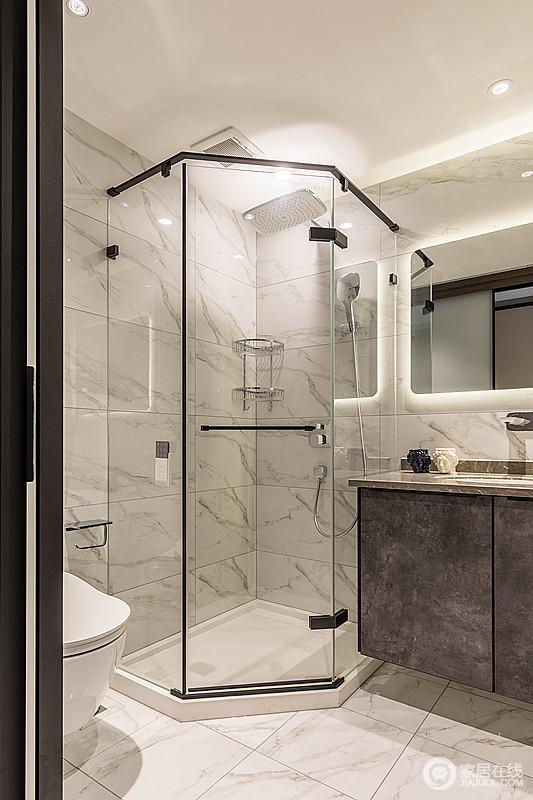 卫生间使用钻石型淋浴房,干湿分离,易于打理,搭配灰色的洗脸台,清爽大气。