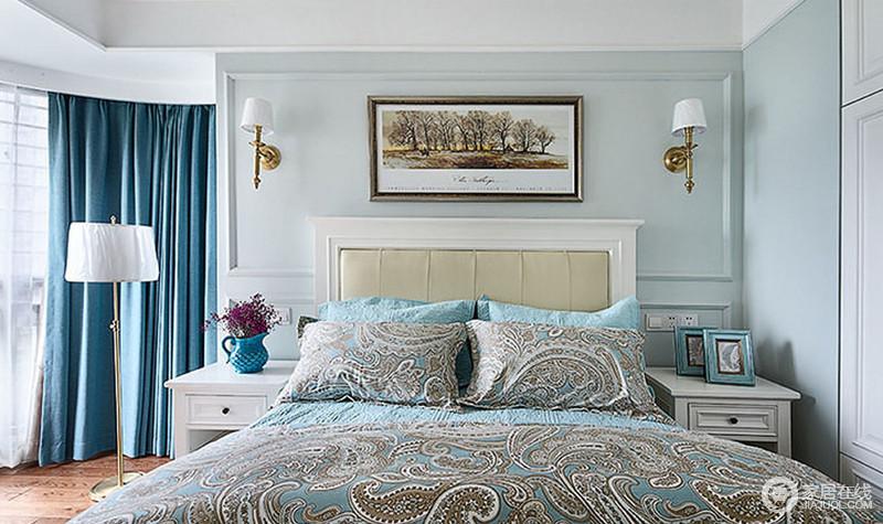 美式卧室,结构上的局限让空间多了可创意的地方,蓝色窗帘带着时尚和优雅在落地灯的陪衬中,颇为雅致;而原本浅蓝色的墙面搭配白色家具、花卉床品,让家更为温馨得体。