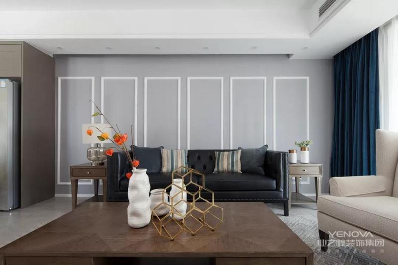 客厅作为整个家的休闲区域,更在意的是空间的舒适度,以便于家庭成员之间的互动。以浅蓝色为基调的客厅,沉静优雅,白色的石膏线条与浅蓝色搭配更显清新