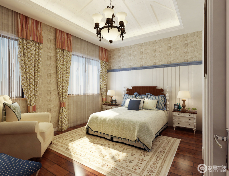 卧室以驼灰色壁纸张贴墙面,而白色板材的背景墙与之构成拼接效果,简单之余,让整个空间多了份干净;白色柱形床头柜及台灯延续对称的方式,和谐之余,也张扬了美式家具设计的复古风,因为素色花卉地毯,镌刻了田园的恬淡。