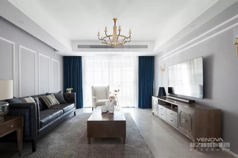 选用优雅大气的美式风格,给孩子营造一种自由的成长氛围,简约的家居配饰与浅色调结合则让整体空间更为恬淡舒适。