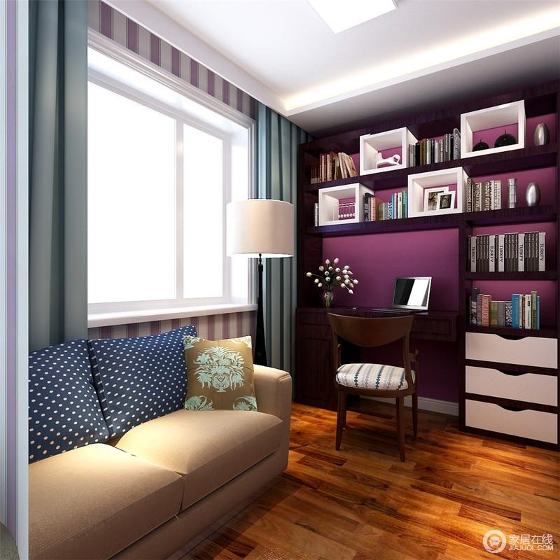 当静逸的蓝遇上迷调的紫,幻化出旖旎的风情,勾勒出潮流时髦的气质。搭配设计感十足的收纳架,显得书房独特别致且趣味感满满。