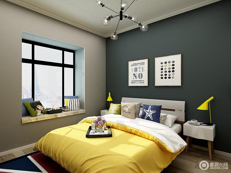 主卧的设计理念还是以人为本,提供优质的睡眠环境是首要的,深色的床背景墙人让空间一下孜安静下来,房顶简单的石膏线极大程度保证了房高避免出现压抑感。黄色的床品让空间变得丰富起来,看上去不那么死板。