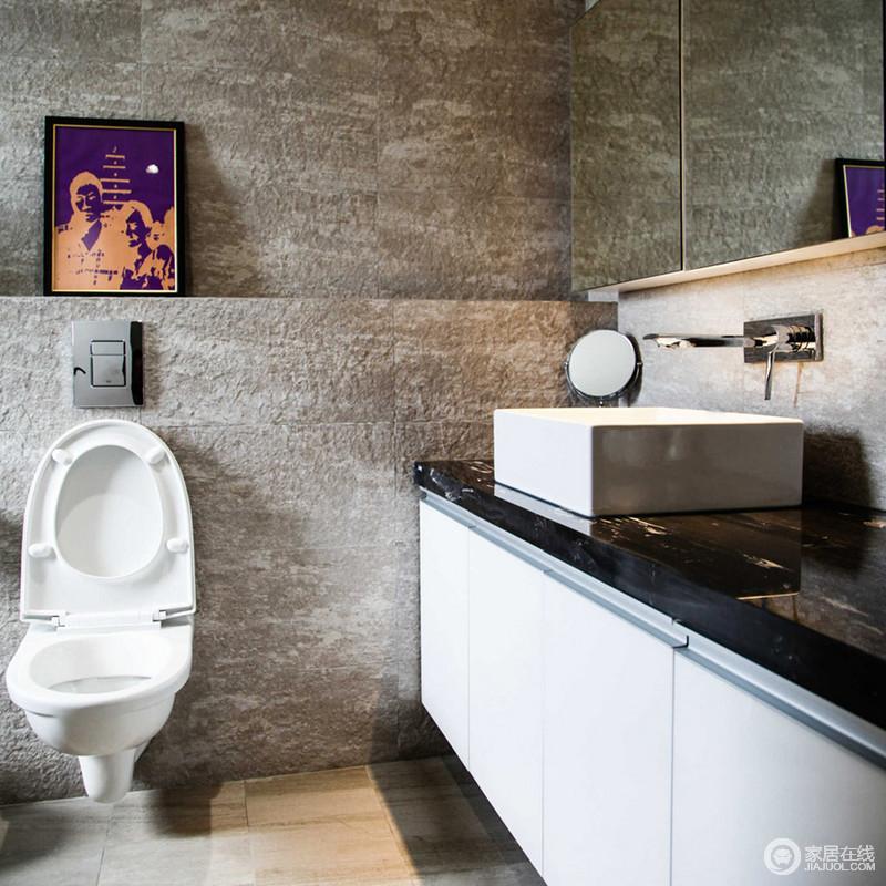 卫生间灰色粗粝的墙砖铺贴出原始感,与地砖呈现出朴质;黑白色的盥洗柜既解决收纳,又显得美观,给主人一个够舒适的氛围。