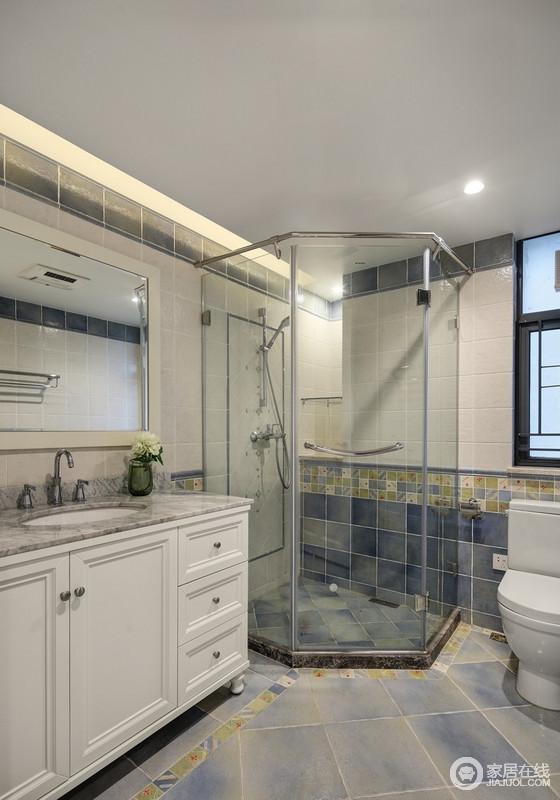 设计扩大了原有的卫生间结构,结合了老人与小孩子沐浴安全性,做了空间规划,干湿分离,并采用了防滑有色彩趣味的瓷砖,更适合老人与小孩对空间的认知体验。