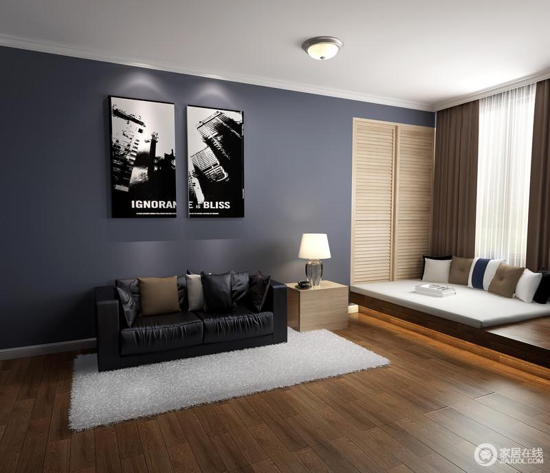 灰紫色的墙面儒雅得令黑色沙发和木质边柜都显得小气了不少,黑白老照片装饰画,颇具文艺气息;零星几件家具各行其职,保留了空间以便于人的行动。
