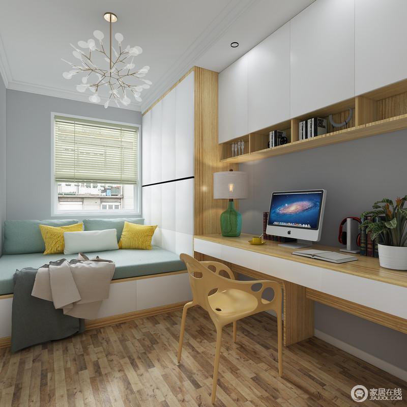 书房定制得榻榻米与多功能组合书桌、衣柜实现了储物需求,让房间变得更为整洁;都蓝色的床垫搭配黄色靠垫,跳跃着清新与活力,而原木家具组合更是营造一种天然恬淡,更为悠闲。