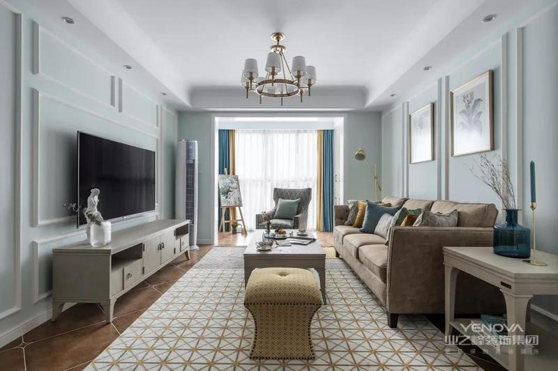客厅以淡蓝色与白色为基调,视线所及明亮而温和,营造清新浪漫的舒适感受。