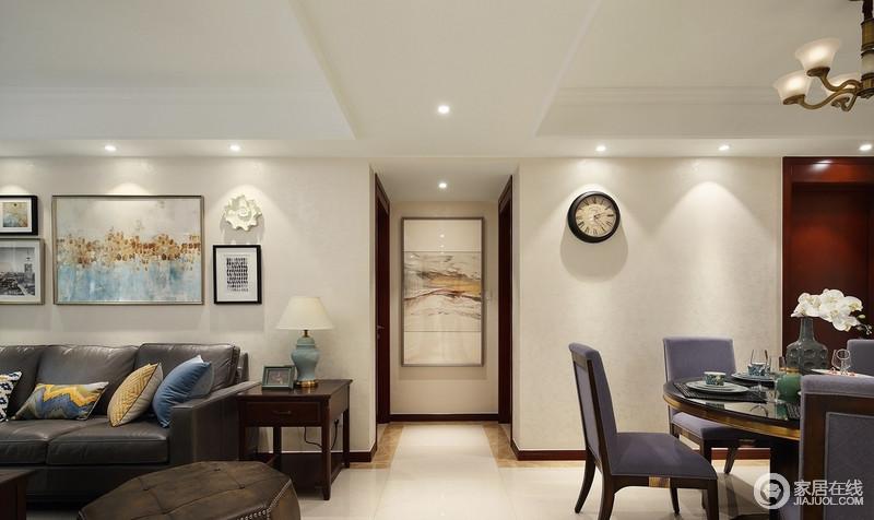 开放式的空间没有了建筑墙体的限制,让人有进门眼前一亮的感觉;走廊挂画不仅缓解了空间的单调,也带来了温情。