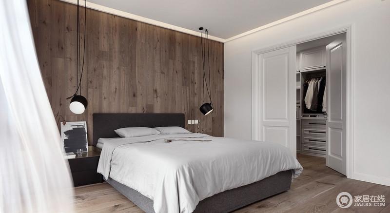 主卧有一个大大的衣帽间,以白色墙面和木门来缓解空间的单调,与白色床品形成干净低调,沉稳,让生活愈加温馨。