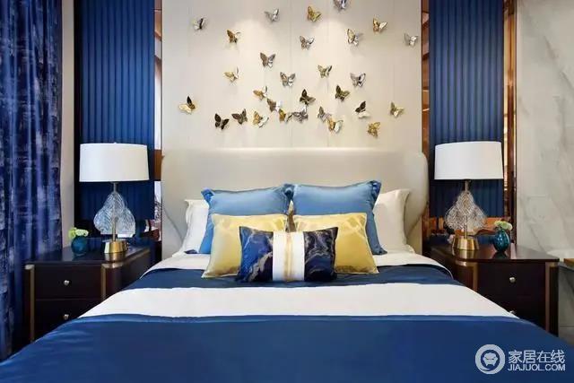 卧室虽然不大,但是格局方正,对称的家具布置,更显中正大气;床头的背景墙使用了大片蓝色,金属边框和花蝶装饰,不经间装饰书些许典雅;床品以蓝色、黄色和白色做配色,优雅之中,营造安静、轻松、有质感的氛围。
