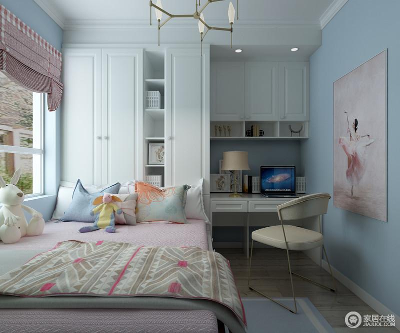 进入卧室,蓝色的墙面给人一种清新活泼的感觉,搭配粉色系的儿童舞蹈照片,充分展现了女孩房间的活泼和甜美;定制得衣柜和书柜相结合的设计既增加了收纳空间,又让整体空间看起来和谐统一,搭配色彩清新的软装,生机感活灵活现。