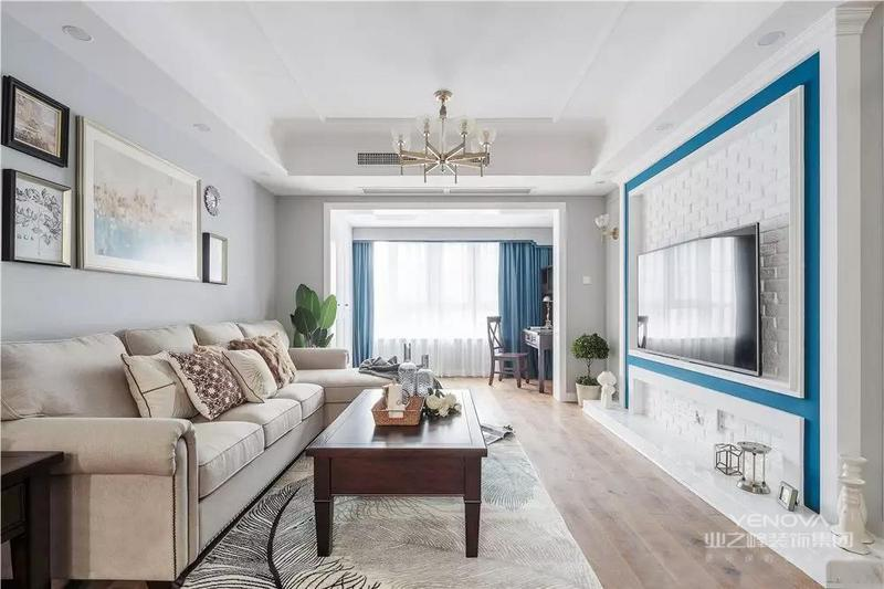 欧简约主义风格别墅装潢设计中,色调上以浅色系为主:白色、米色、浅木色等,当中白色的运用尤其重要。北欧是一个寒冷的地方,所以在别墅装修中会采用明亮温暖的颜色。近年来北欧风格中黑白配搭得运用非常多,即使不是作为主色调,白色在装饰搭配中也很重要。  白色的墙壁白色的书柜白色的家具,北欧简约风中白色被使用极致。即使加入其它颜色,白色仍然是主调。