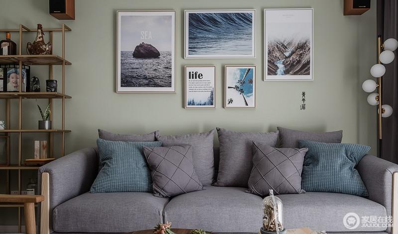 客厅墨绿色的漆为空间营造了一份淡淡地清新,灰色布艺沙发虽然有些单调,但是彩色挂画为空间增添了不少自然风情,满是清和。