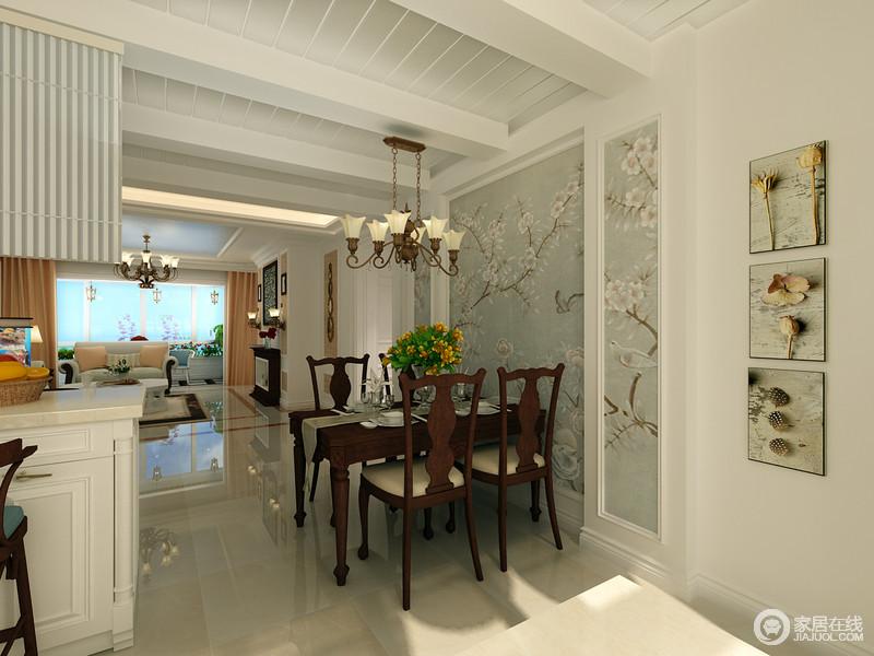 开放式的厨房一侧是餐厅,胡桃木的拙素温朴使餐桌椅沉淀出自然的厚重,与背景墙的花鸟壁纸形成强烈的对比碰撞,空间更具层次质感;温暖的阳光落入餐厅,缓缓释放出的悠闲安逸,让人感受到惬意安然。