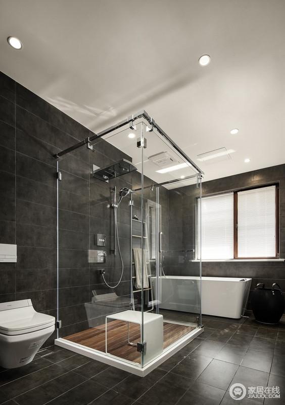 卫生间做了干湿分离,还有浴缸,实在幸福得很,满足主人喜欢不同的沐浴方式;黑色墙砖搭配白色盥洗盆,色彩交错,对比出空间的大气。