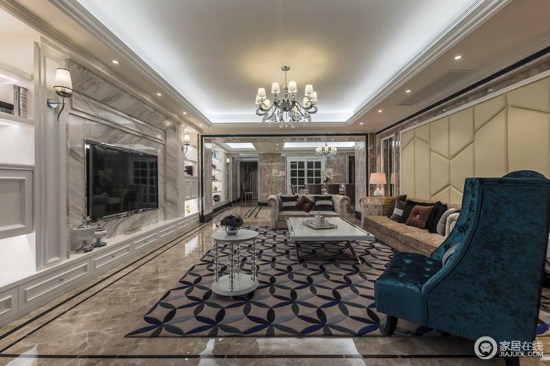 装修更注重庄严肃穆、优雅气质,能够将欧式风格的繁复与复古风格的奢华完美沟通。