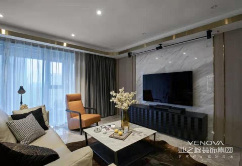 客厅硬朗但不失温馨的造型,高品质的皮面家具结合墙面大理石的纹理,再加上金属线条的点缀