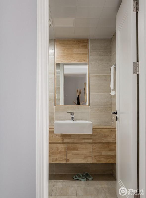 主卫用米色大理石瓷砖营造温柔感,浅木色台盆柜、镜柜解决了屋主的储物需求,让生活简单、实用,却以足够温和。