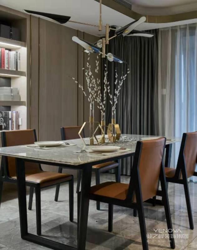 餐厅延续了客厅的色彩,同时完全开放式的客厅餐厅,使得空间通透大方。