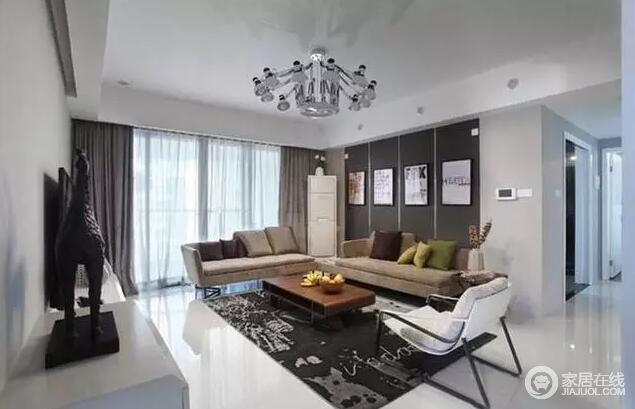 沙发背景墙做了创意设计,挂上四幅DIY画,十分个性,层次分明;驼色布艺沙发与黑色地毯构成稳重,让人更感踏实。