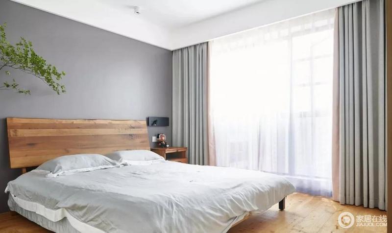 """主卧以纯粹的用色,自然的质感,还原空间对于""""休憩""""的基本功能,浅灰色背景墙搭配浅灰、白色纱幔,朴素之中,成就生活的舒适和温馨。"""