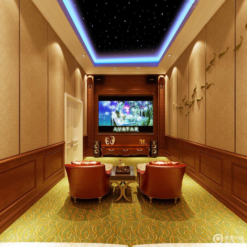 影音室的空间感足够让私人观影体验到放松,不管是音响配置,还是整个空间规整性的结构,都足显大气;吊顶内的蓝光配置,中和了绿黄色地毯的清新,却与红色沙发躺椅、褐色拼接墙面组合出了私家影院的时尚、精致。