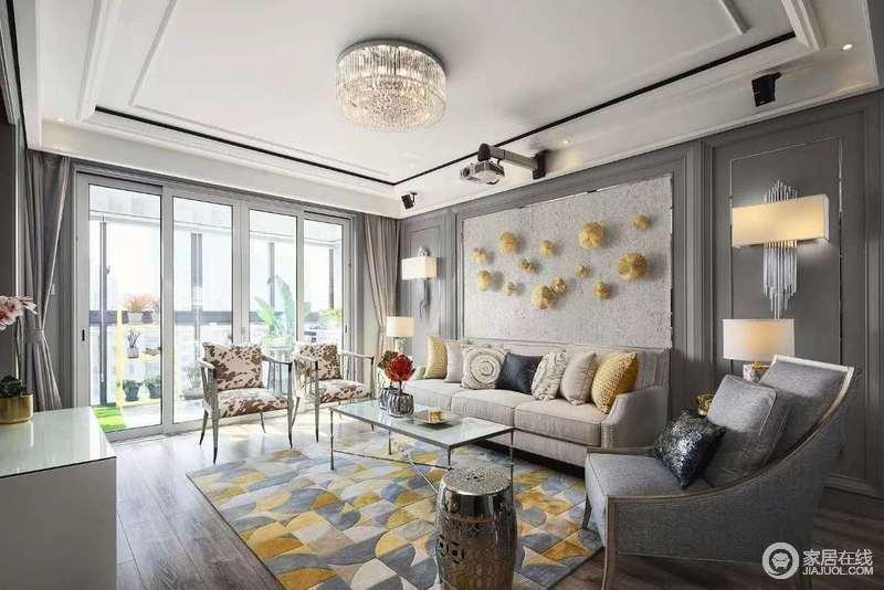 """墙壁四白落地都可,无需过多的装饰。沙发、茶几等,可走""""极简""""的道路。"""
