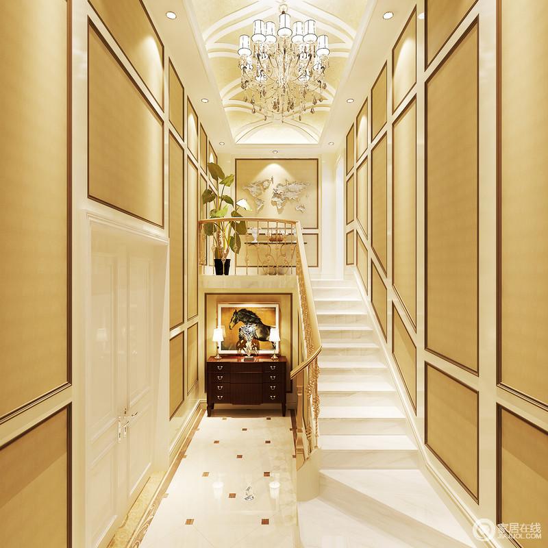 门厅的设计因为结构和挑高设计,更显恢弘和大气,设计师利用淡黄色板材与褐色木线打造了一个足够几何立体的墙面,并因为水晶灯的照耀,辉煌奢华;楼梯金属栏杆搭配白色大理石简而奢华,与美式胡桃木边柜、骏马图和装饰艺术画,营造了一个颇具现代美式华丽大气的空间。