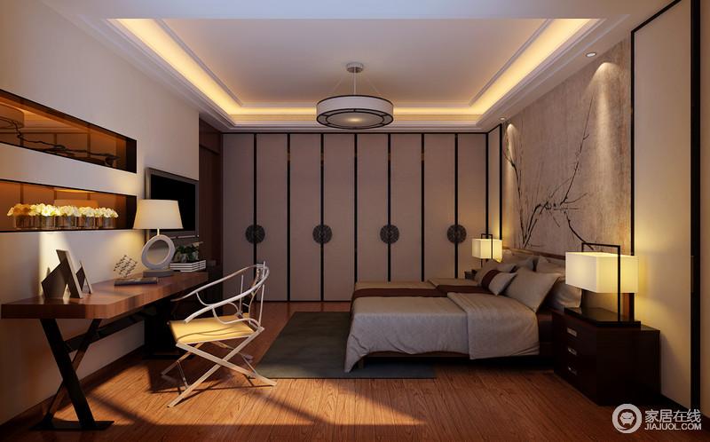 卧室以驼色为主,却以不同的材质,成就着东方朴质和温和;从写意背景画与方圆的衣柜立面,就令整个空间显得禅静十足,再加上对称的家具与台灯,更是加重了中式对称美学,不妨坐在中式木椅上,品着中式之雅,满心淡然。