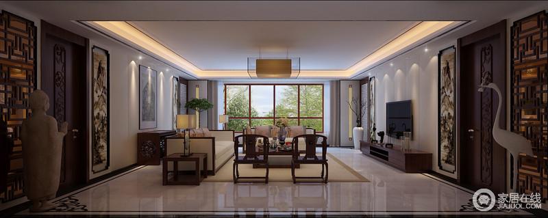 空间虽然线条利落,但是,大量色中式元素,如木窗棂、镜面回字纹玻璃、写意画和雕塑,都在有形与无形之间,蕴藏着东方之美;中性色的布艺沙发搭配地毯十分和谐,而中式圈椅与实木家具的中式设计,给予空间厚泽底蕴。